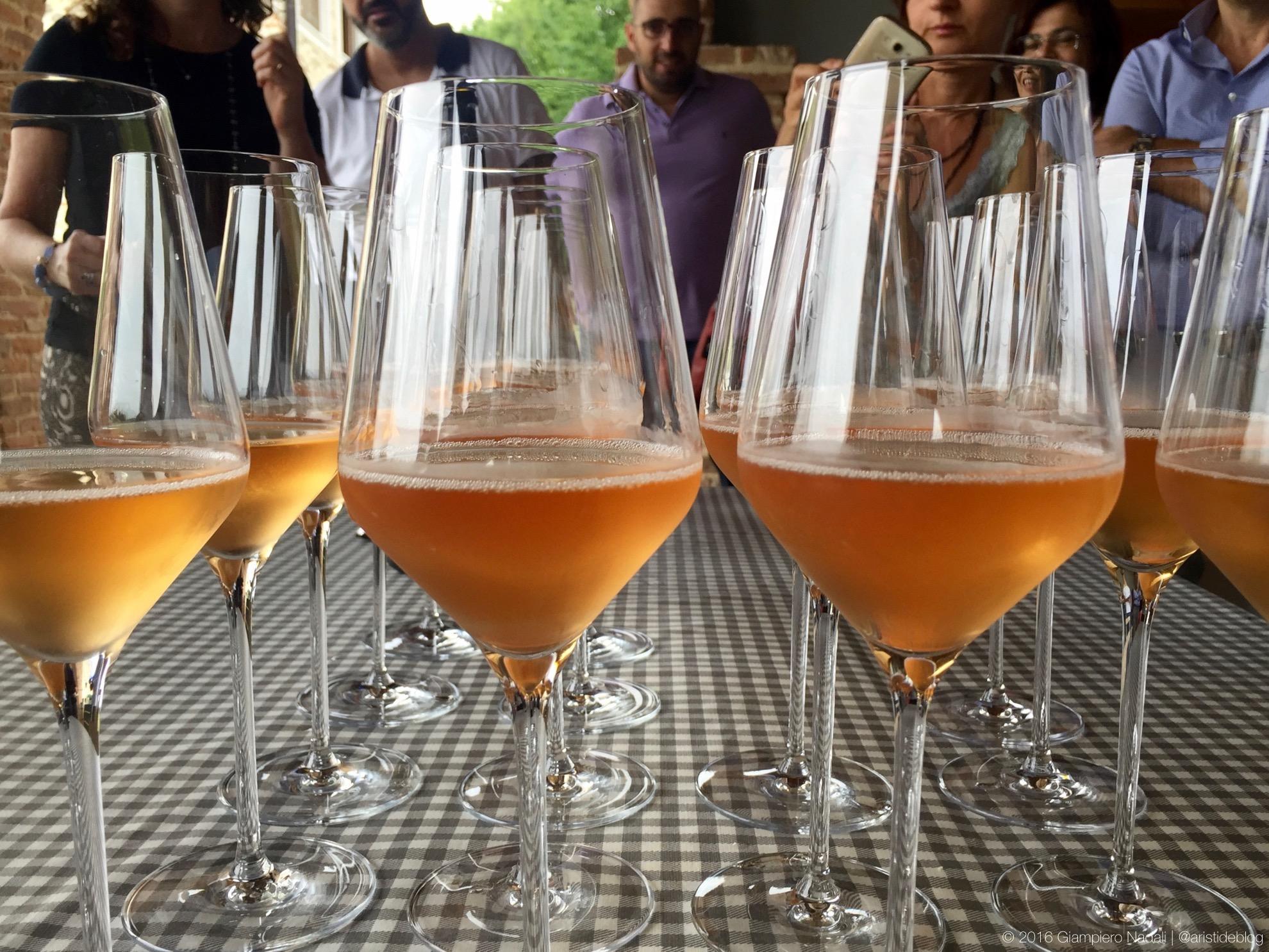 Calici in attesa:Buvoli Spumante Brut Metodo Classico Rosé