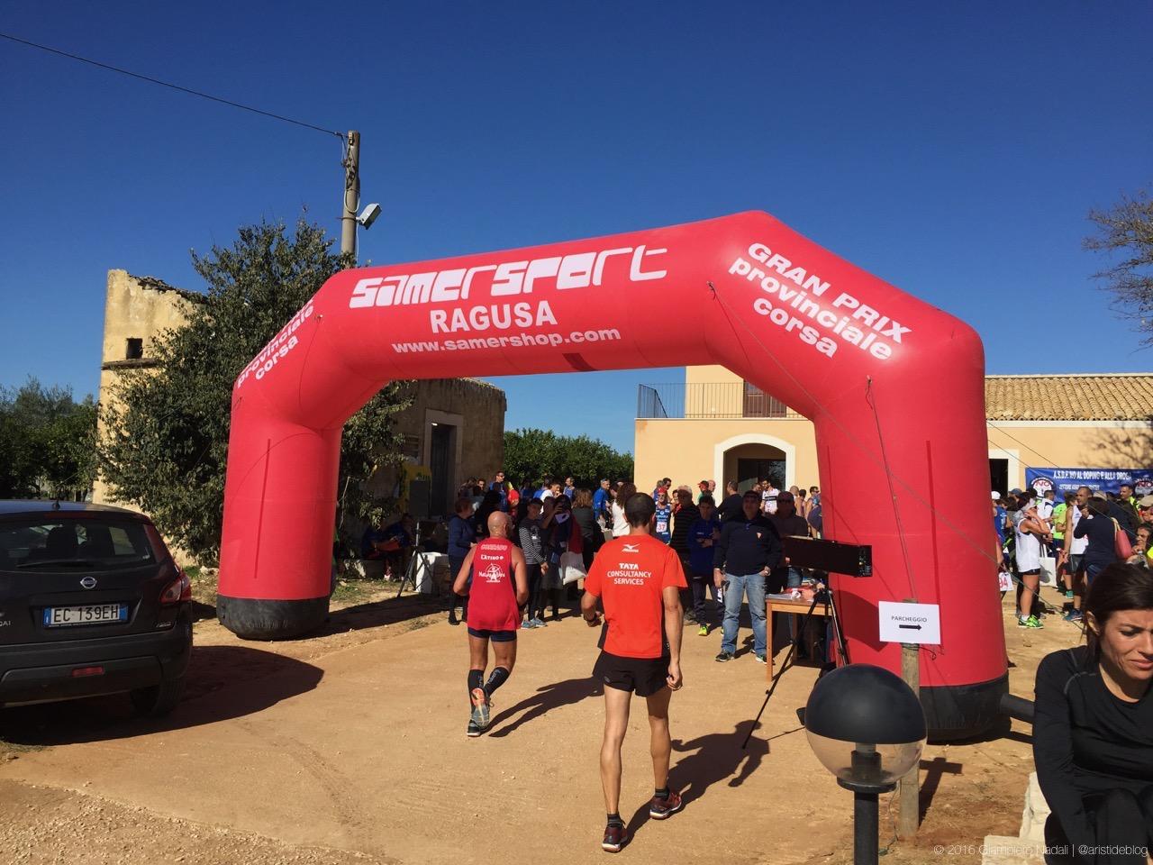 """L'arrivo della mezza-maratona del """"Cerasuolo di Vittoria Runners"""""""