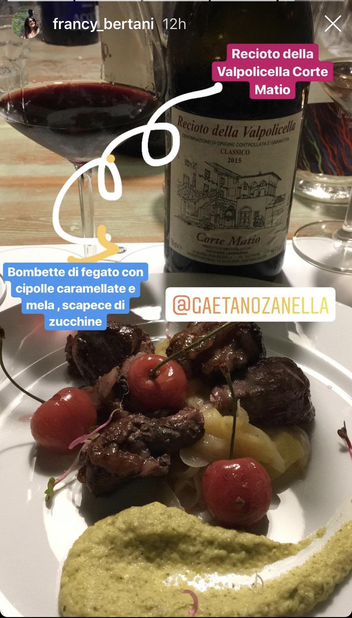 Il Recioto della Valpolicella servito con una pietanza - foto da Instagram, di Franca Bertani.