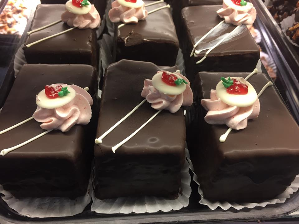 Chocolate Strawberry Cake Box