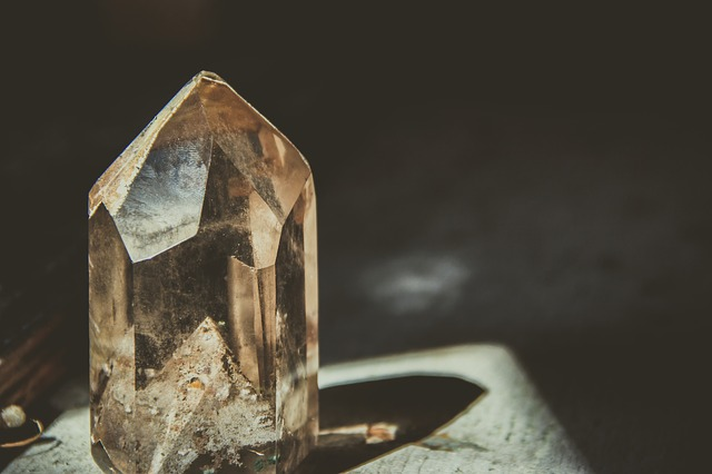 crystal-2723145_640.jpg