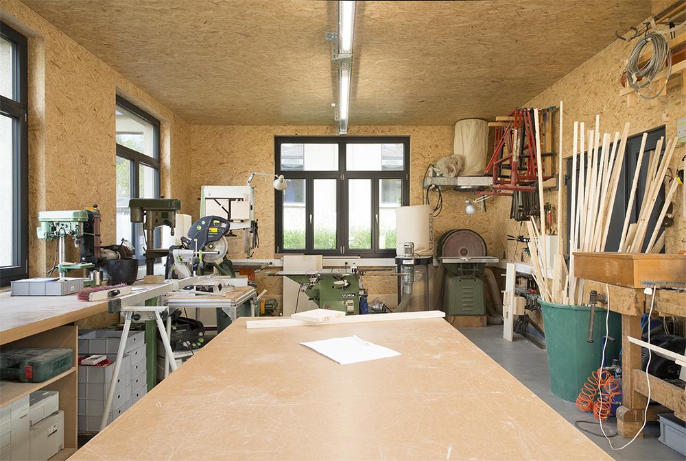 La forge est un atelier géré par Hyperespace et Le Sapin. Située dans la cour intérieur, cette dépendance abrite un atelier muni de machines de qualité pour réaliser maquettes et prototypes.