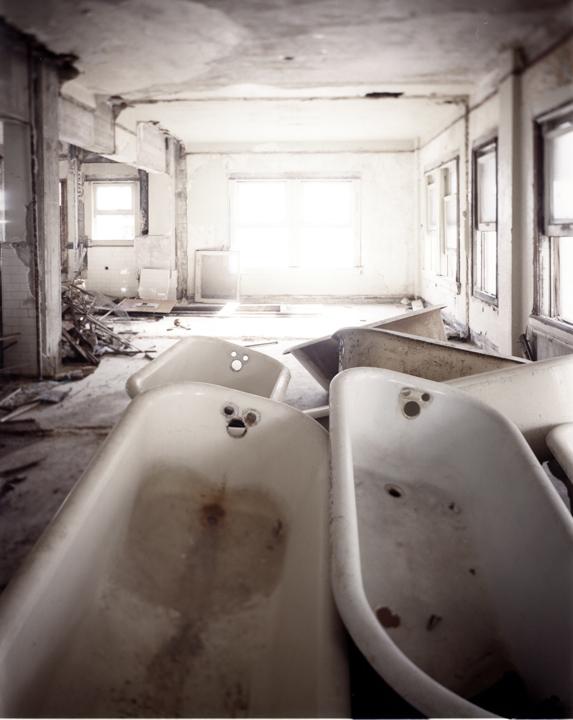 DB28-white tubs.jpg