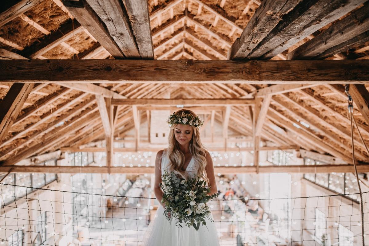 svatební šaty boho styl stodola suška