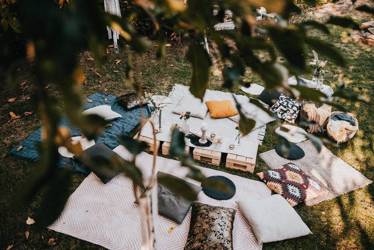 svatební hostina venku