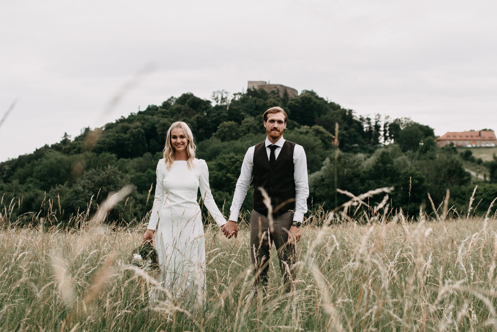 vintage svatba na louce