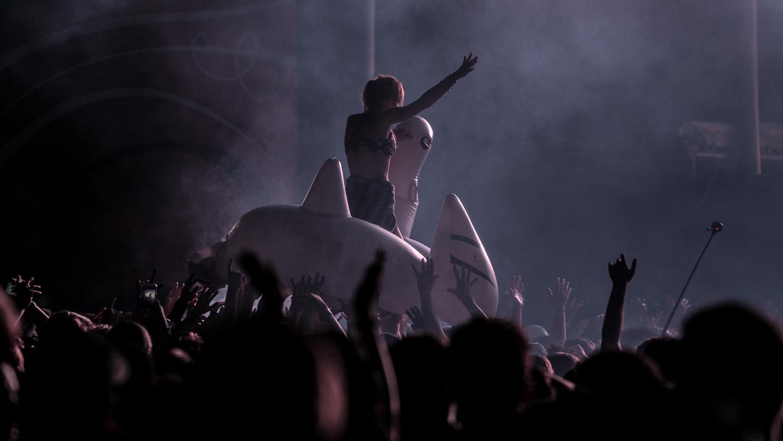 Crowd-9.jpg