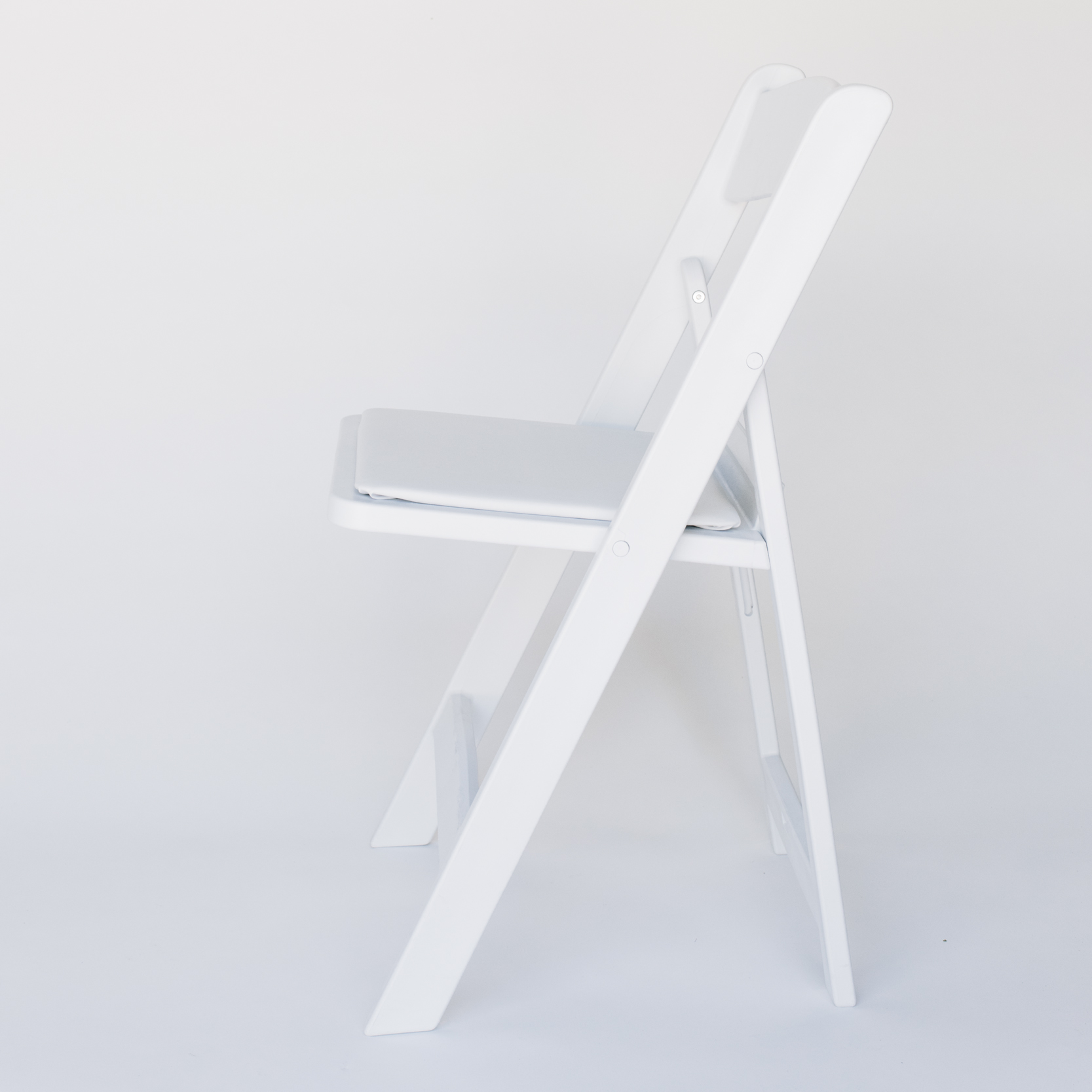 CHAIR_WHITE_2.jpg