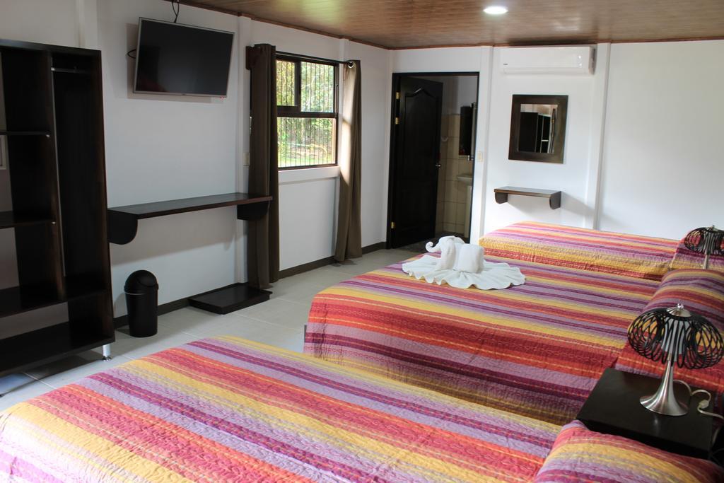 Hotel Arenal Country Inn Habitación.jpg