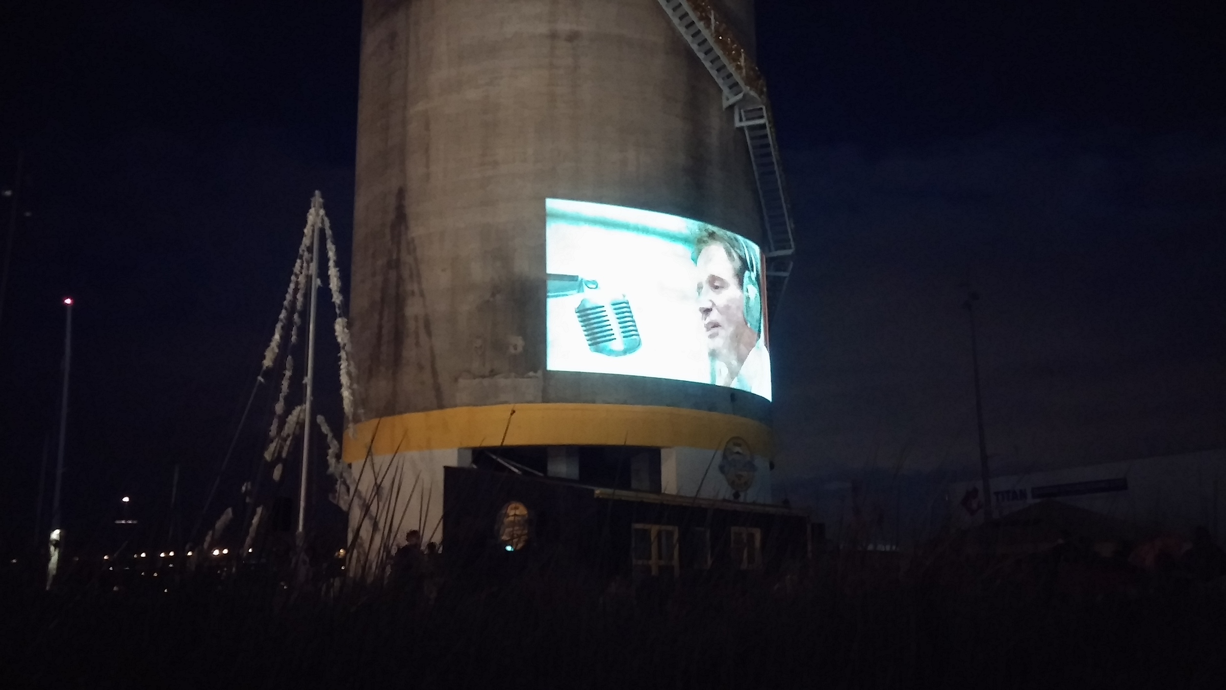 Watching the American movie  Good Morning, Vietnam!  with Robin Williams in Silo Park.