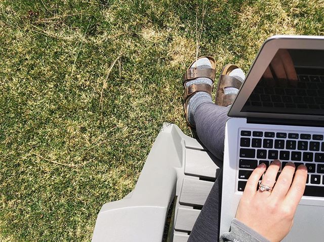 This Wednesday brought to you by sunshine and Birkenstocks with socks... AKA spring in Bend. I'm not afraid to admit I'm a walking stereotype 🤣. It's too nice out not to! Plus I'm pretty sure the Vitamin D is making this website practically design itself. Anyone else figuring out a way to work outside today?
