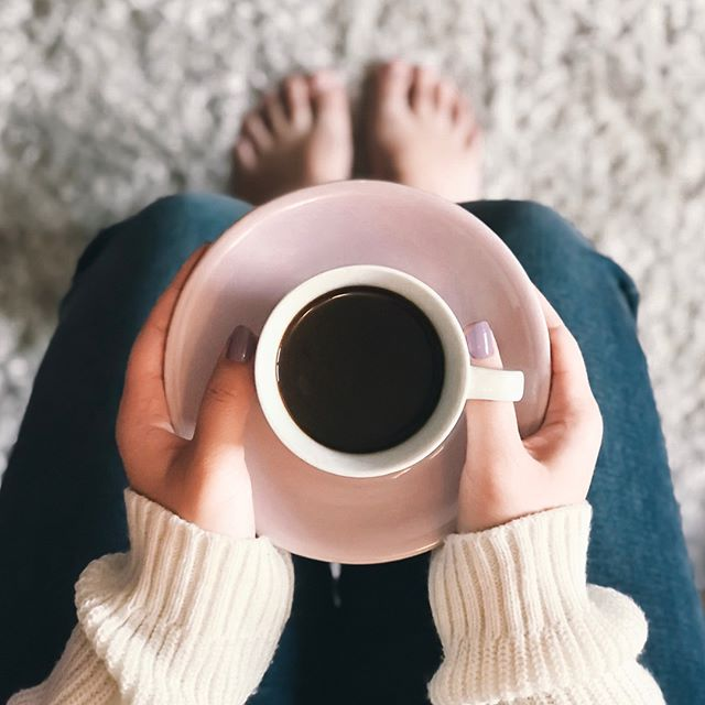 Toes in the rug, comy sweater, and a warm drink. 😊😊 . . . . . pc:BrigitteTohm #coffee #cafe #love #tea #coffeetime #food #instagood #coffeelover #art #coffeeshop #breakfast #like #photooftheday #happy #follow #goodmorning #instagram #morning #latte #coffeeaddict #coffeelovers