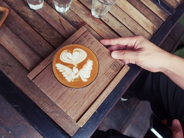 Put your coffee notes directly on your plate, so you don't forget. . . . . . pc:WaranyaMooldee #love #instagood #photooftheday #beautiful #happy #tbt #picoftheday #me #coffee #summer #art #instadaily #friends #repost #nature #fun #style #smile #food #instalike #family #travel