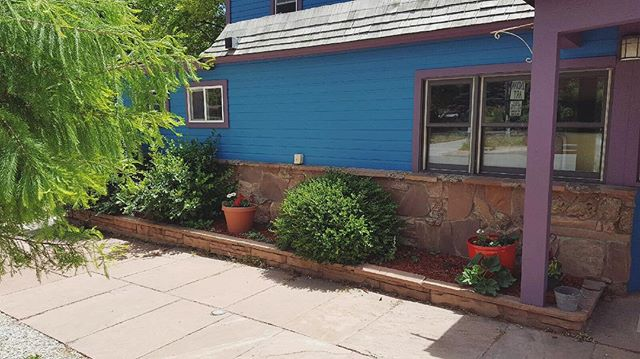 Bushes are now tamed and looking gorgeous! #lyonsinn #lyonscolorado