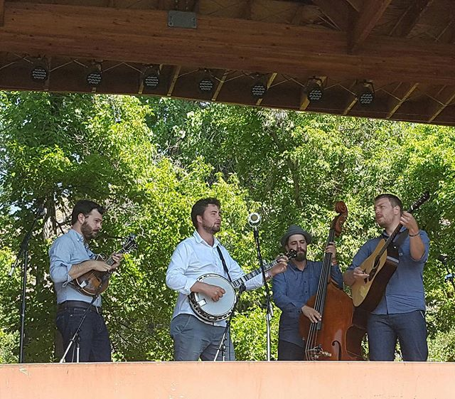 Our first guests...the @slocanramblers !! New blog post on the website ✨ #lyonsinn