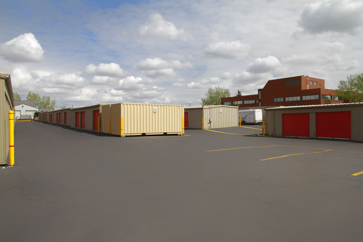 Wide truck-friendly loading areas