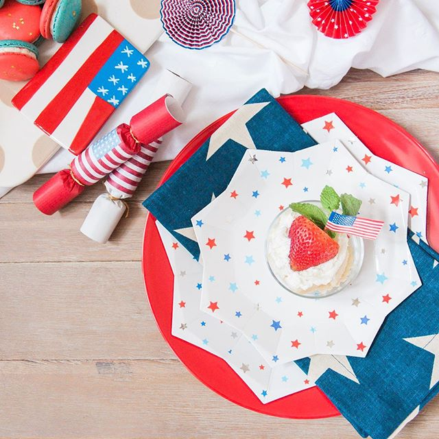 We love celebrating just as much as we love a good tip! Visit our blog (and stories today) to see how we suggest making your festivities thru the weekend a little less messy! Happy Fourth of July! #TheHelpfulHost #FourthofJuly #RedWhiteandBlue #SharemyPB #PotteryBarn #MeriMeri #HappyEverything #THHcelebrates #livelifecolorfully #celebrateeverything #flashesofdelight #pursuepretty #HoustonEvents #theprettypursuit #thatsdarling #abmlifeissweet #ighouston #dscolor #thehappynow