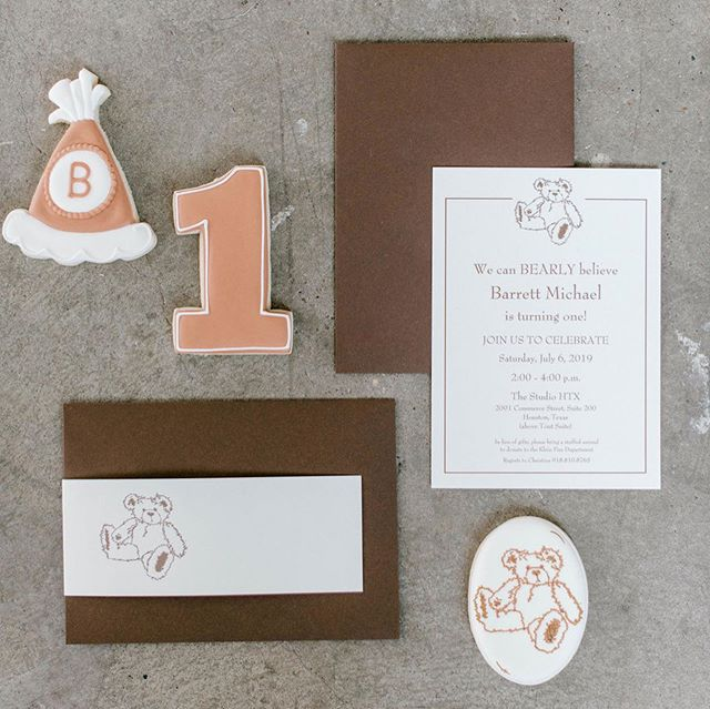 It's a BEARY happy day! Part one of this first birthday party is up on the blog. Let's just say this is one detail you'll have to look a little closer at, or you just might miss it! Swipe to see if you can find it. Still don't see it? Visit the blog for the reveal! #TheHelpfulHost #THHcelebrates #THHevents #FirstBirthday #BearBirthday #CustomIllustration #SugarCookies #Invitation #MyLittleBMF #BearBirthday #FirstBirthday ##livelifecolorfully #celebrateeverything #Event #HoustonEvents #thatsdarling #abmlifeissweet #ighouston #dscolor #thehappynow #baking #cooking #f52grams #foodie #foodstagram  #marthabakes #kingarthurflour #yahoofood