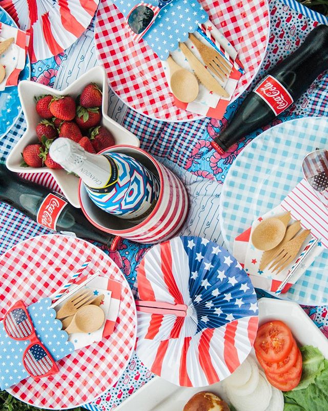 Did you all see our Low Key #LaborDay blog post today? It may be our favorite front yard picnic, ever! #TheHelpfulHost #Picnic #RedWhiteandBlue #Target #VineyardVines #Chandon #THHcelebrates #livelifecolorfully #celebrateeverything #Event #HoustonEvents #thatsdarling #abmlifeissweet #ighouston #dscolor #thehappynow #baking #cooking #f52grams #foodie #foodstagram  #marthabakes #kingarthurflour #yahoofood #instafood #todayfood #huffposttaste #thekitchn #bhgfood