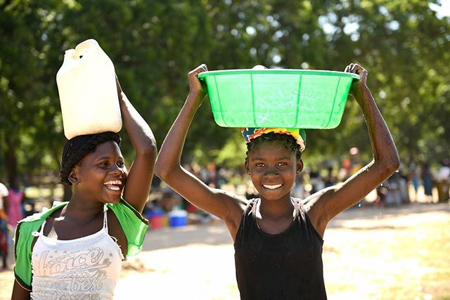 In response to the March 2019 floods, our friends at @unicefmalawi are hard at work to meet the humanitarian needs of affected families and children. In the last 2 months, UNICEF has provided safe water to 61,000+ people in disaster zones. 💧We're proud to support UNICEF and applaud their critical, life-saving work helping families return to their normal lives 💙 🙏🏾🇲🇼 #healthequity #RMxUNICEF #CycloneIdai
