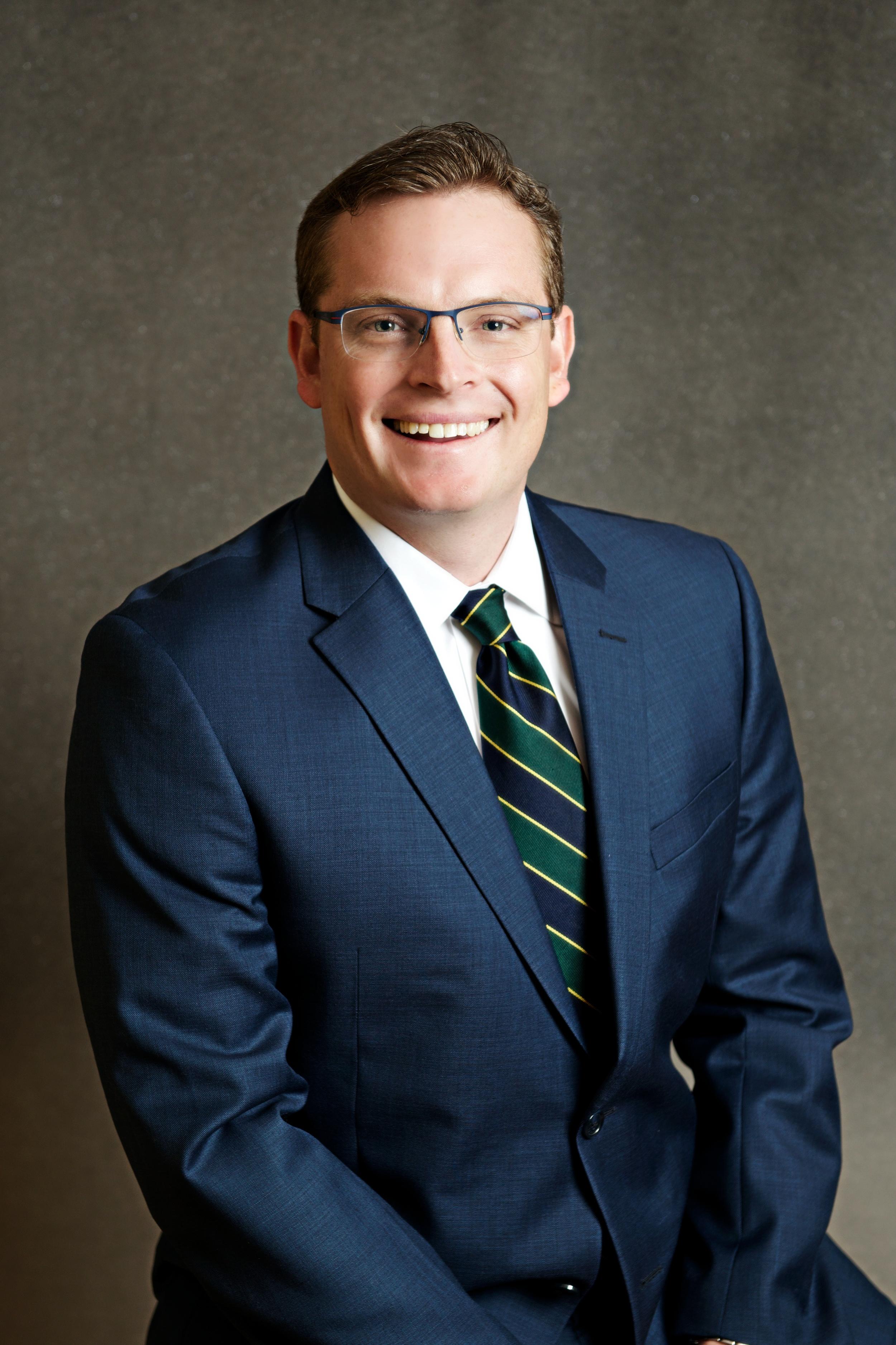 チャッド・アレン   ディレクター - 東アフリカ支部      CFO 兼 COO - リビングストン・インターナショナル大学   公認会計士 - CPA: USA   シニア・アソシエイト  -KPMG LLP   MBA - インディアナ大学