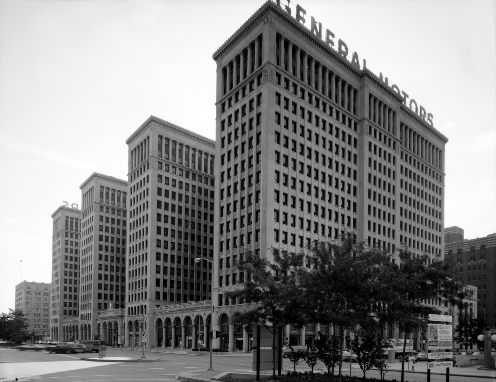General_Motors_building_089833pv.jpg