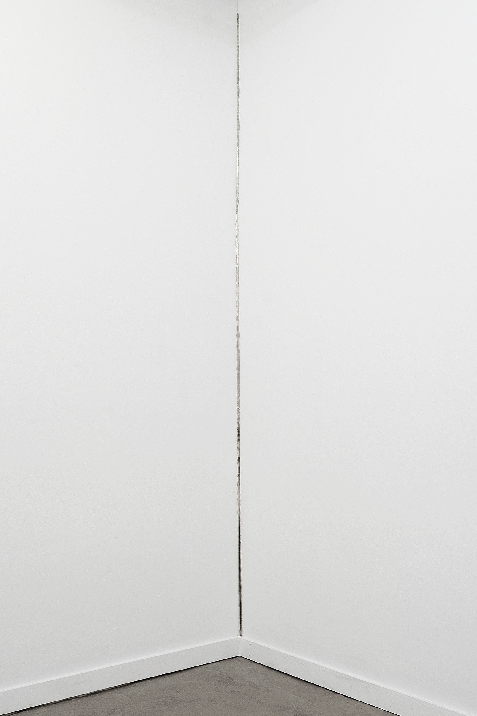 Esquina, 2014. Nickel plated and mirror polished steel, 98 x 3 inches -
