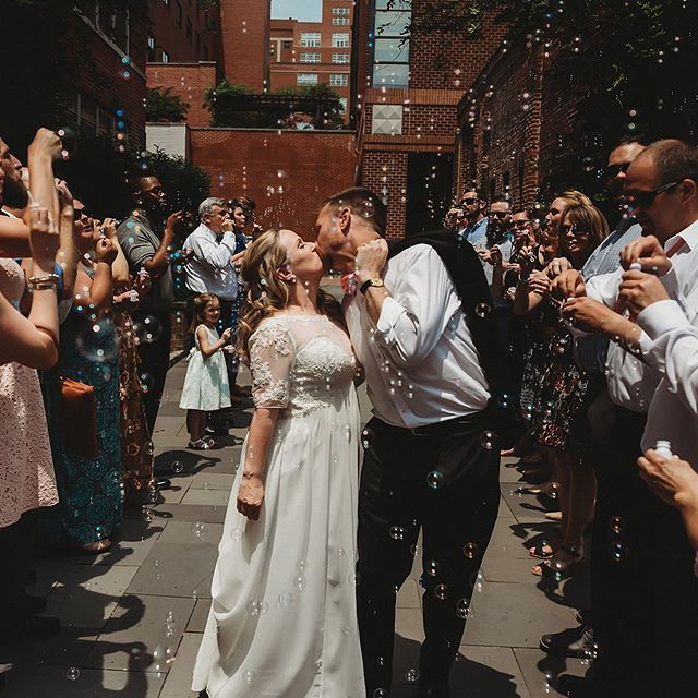 I love a good exit and these guests really made my day with this gorgeous bubble exit. Their wedding @eatatgunther was pretty much perfect!