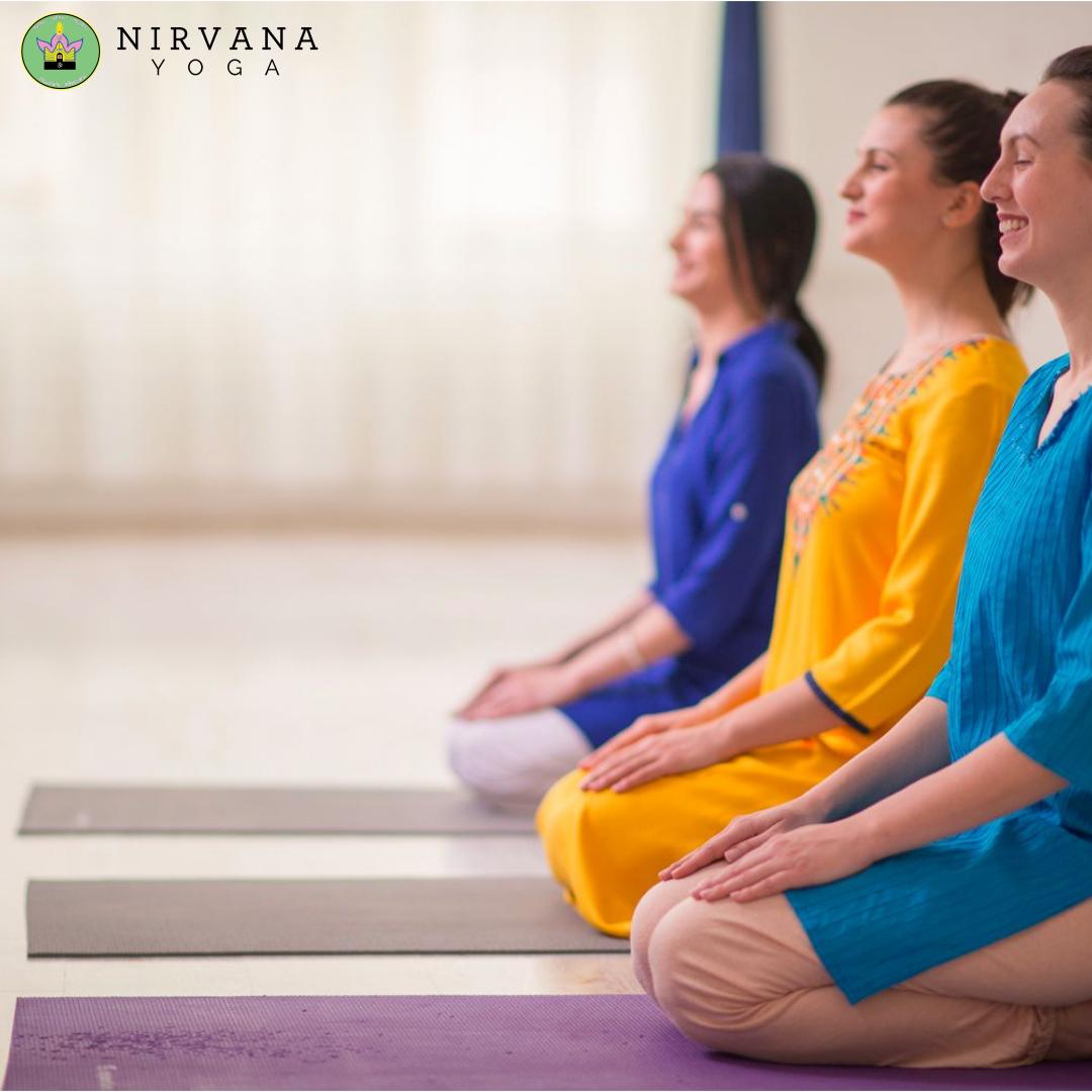 """Trebuie sa recunosc ca atunci cand am revenit in tara sa deschid un centru de terapii yoga, dupa 6 ani de locuit in strainatate- Londra, Abu Dhabi si India, uitasem de tot scandalul din anii '90 cu Bivolaru si adeptii sai, care practicau yoga.  In Londra una din cinci persoane este yoga teacher sau dj. In unele cazuri ambele J.  Educatia mea de om matur s-a facut acolo, in Londra, unde deschiderea societatii fata de bunastare este maxima. Se face yoga, meditatie, se mananca sanatos, se face miscare fizica, se optimizeaza ziua la maxim ca sa incluzi si partea de wellness.  Tin minte ca uneori ma trezeam la 5:45 ca sa prind sedinta de yoga de la 7 la 8, inainte de job.  Cand eram la facultate in Bucuresti am fost de curiozitate la o clasa de yoga, nu la Misa ci la cineva pe care il chema Mario, atat imi amintesc.  Nu ne-a predat el partea de posturi fizice, el era mai mult pe partea de comunicare a valorilor si filozofiei din spatele curentului yoga.  Sincera sa fiu nu mai tin minte nimic de atunci, doar neintelegand sedinta de yoga, ce faceam sau de ce faceam acele posture, ce beneficii aveau, clasa fiind de peste 25 de persoane, nu m-am putut integra si nu m-am mai intors.  Asta se intampla acum 12 ani, de atunci multe s-au schimbat si in mine si in lumea din jur.  Acum exista o nisa de oameni care sunt interesati de practica yoga: cei care cauta cunoastere, cei care au calatorit, cei care au avut incidente dificile in vietile lor si au luat contact cu partea spirituala, cautatorii de raspunsuri, iubitorii de filozofie si de adevar, cei care indragesc si rezoneaza cu trendul bio si intoarcerea la natura.  Insa pentru multi yoga a ramas in contiinta colectiva ca """"Misa a lui Bivolaru"""". Este un subiect touchy pentru ca oamenii care intra in acea categorie nu sunt deschisi la conversatie, nu vor sa afle mai multe, si mai des decat mai rar fac misto, rad de cei din jur care se indreapta spre yoga si au o curiozitate in a afla ce inseamna de fapt. Ei sunt spectatorii de a"""