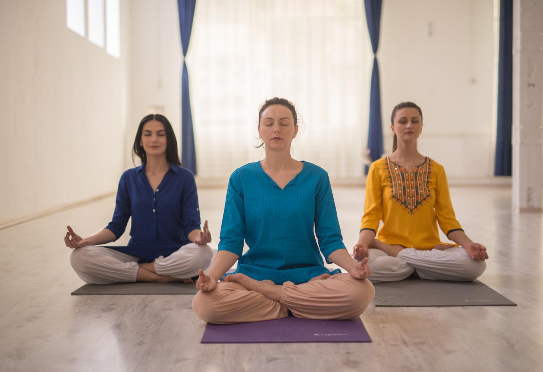 tehnici de respiratie yoga, respiratia abdominala in anxietate, respiratie constienta, exercitii yoga pentru incepatori
