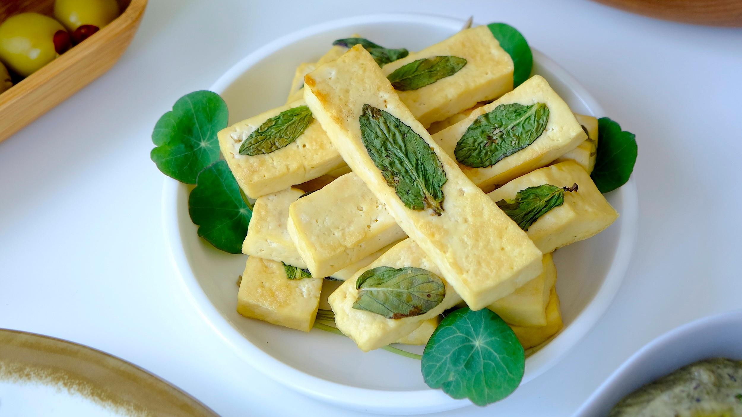tofu si busuioc
