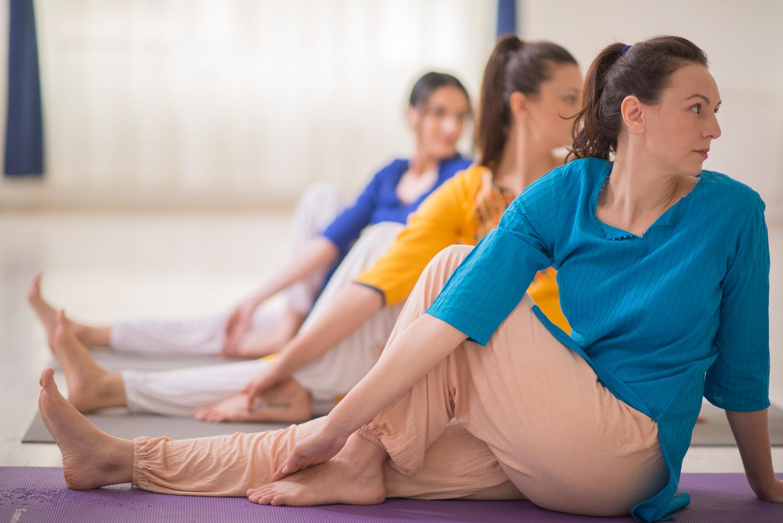 posturi yoga simple acasa