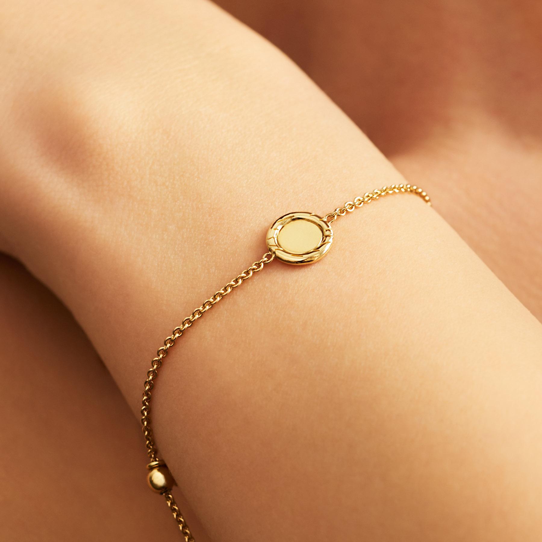 closed-circle-fur-bracelet-FC11A-wrist.jpg