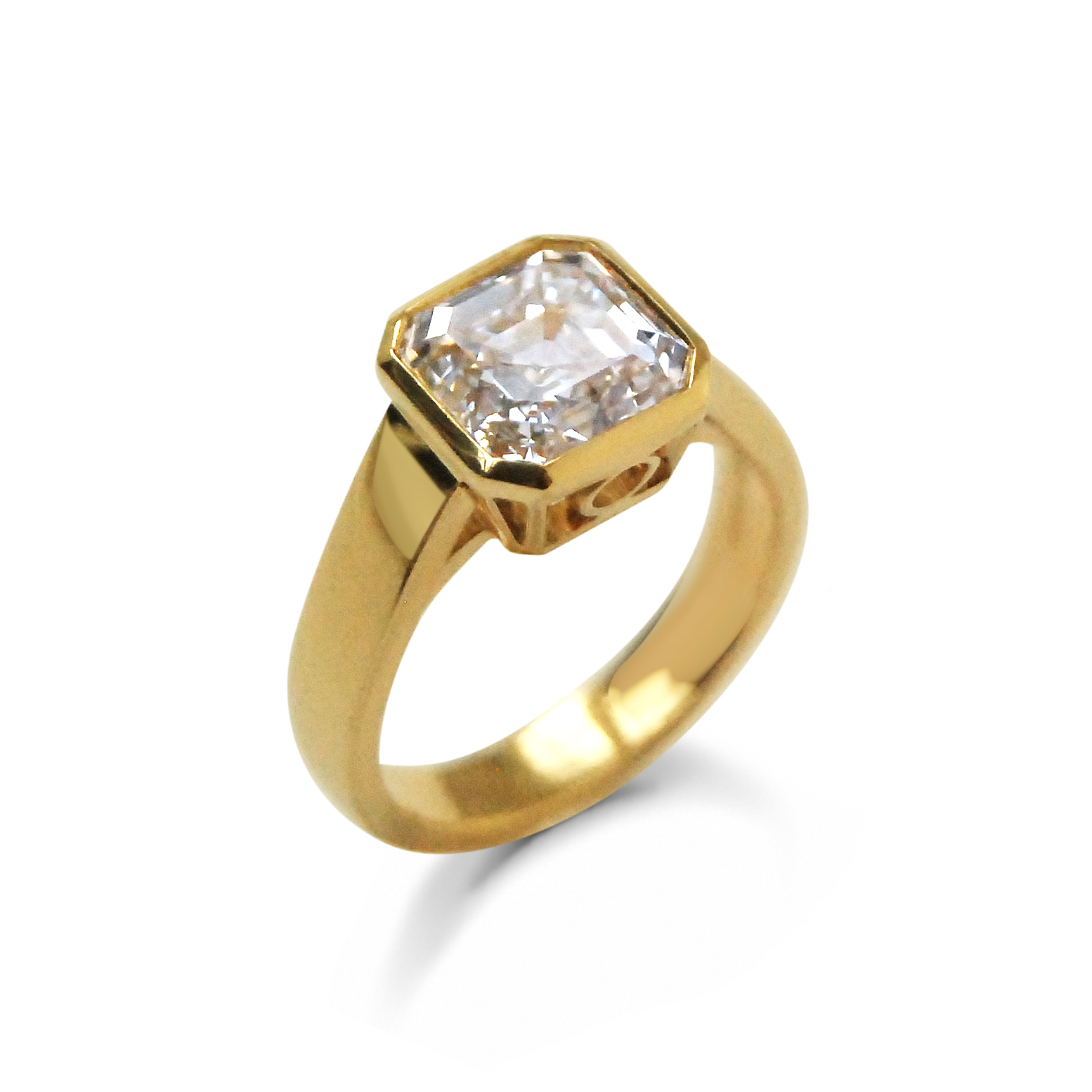 Asscher-cut-diamond-and-yellow-gold-ring-2.jpg