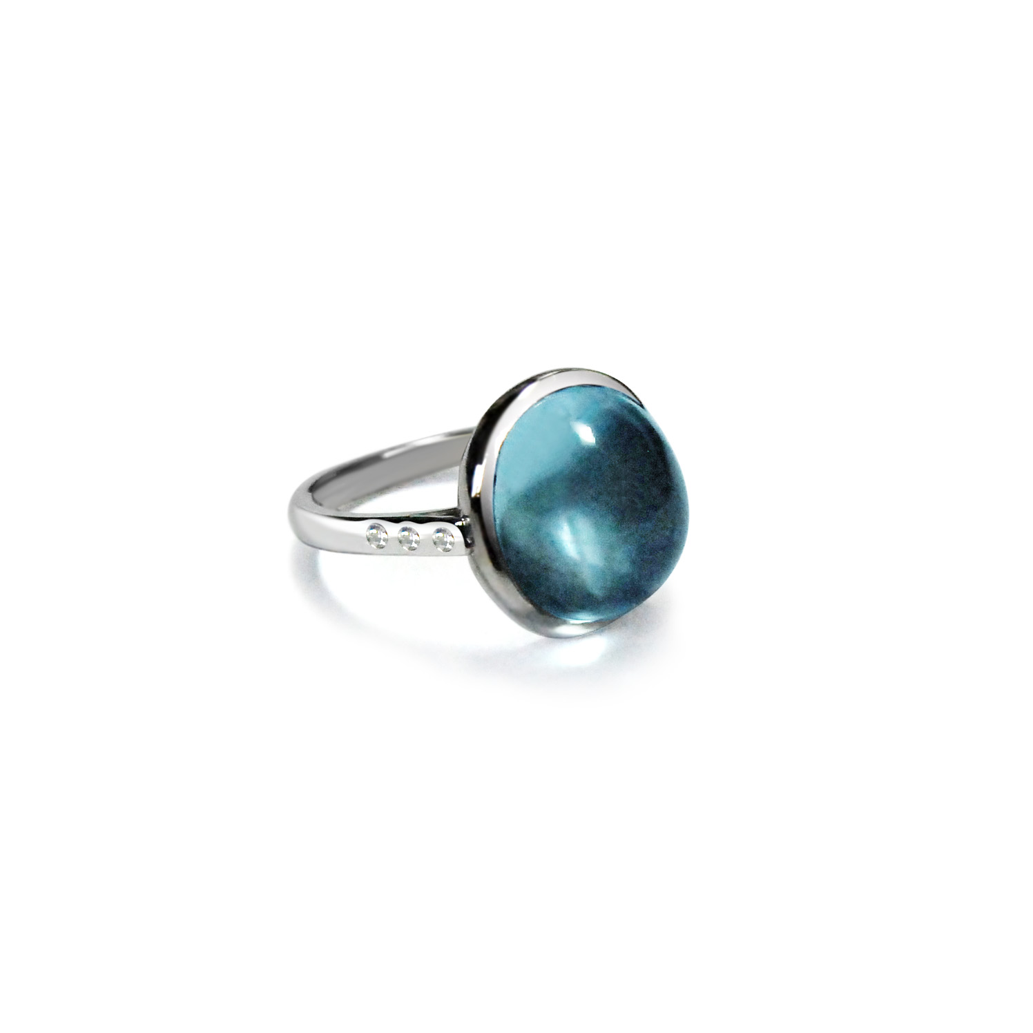 Cabochon-aquamarine-and-18ct-white-gold-ring-side-view.jpg