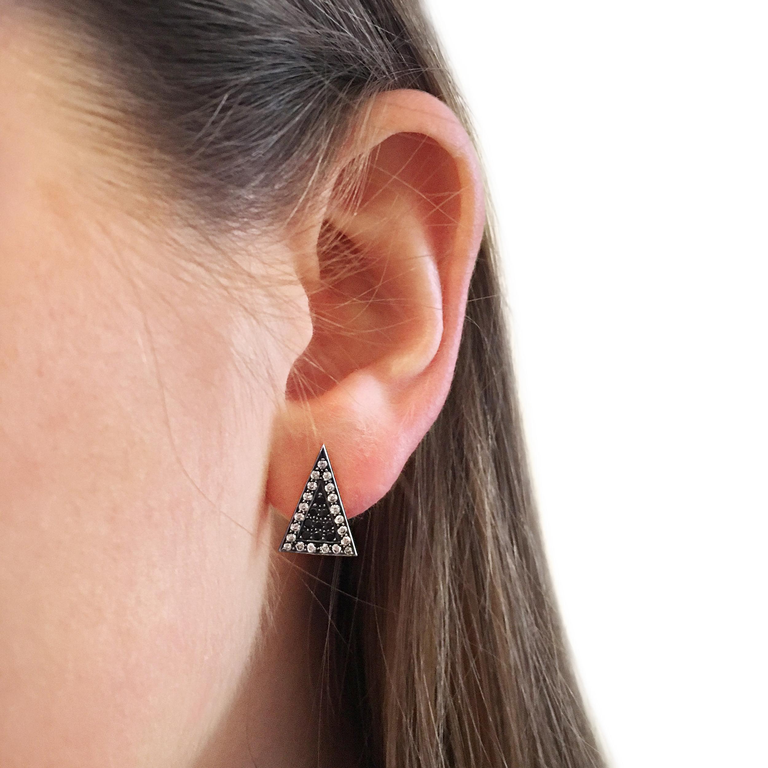 Black-and-white diamond-arrowhead ear-studs-SN13c-2.jpg