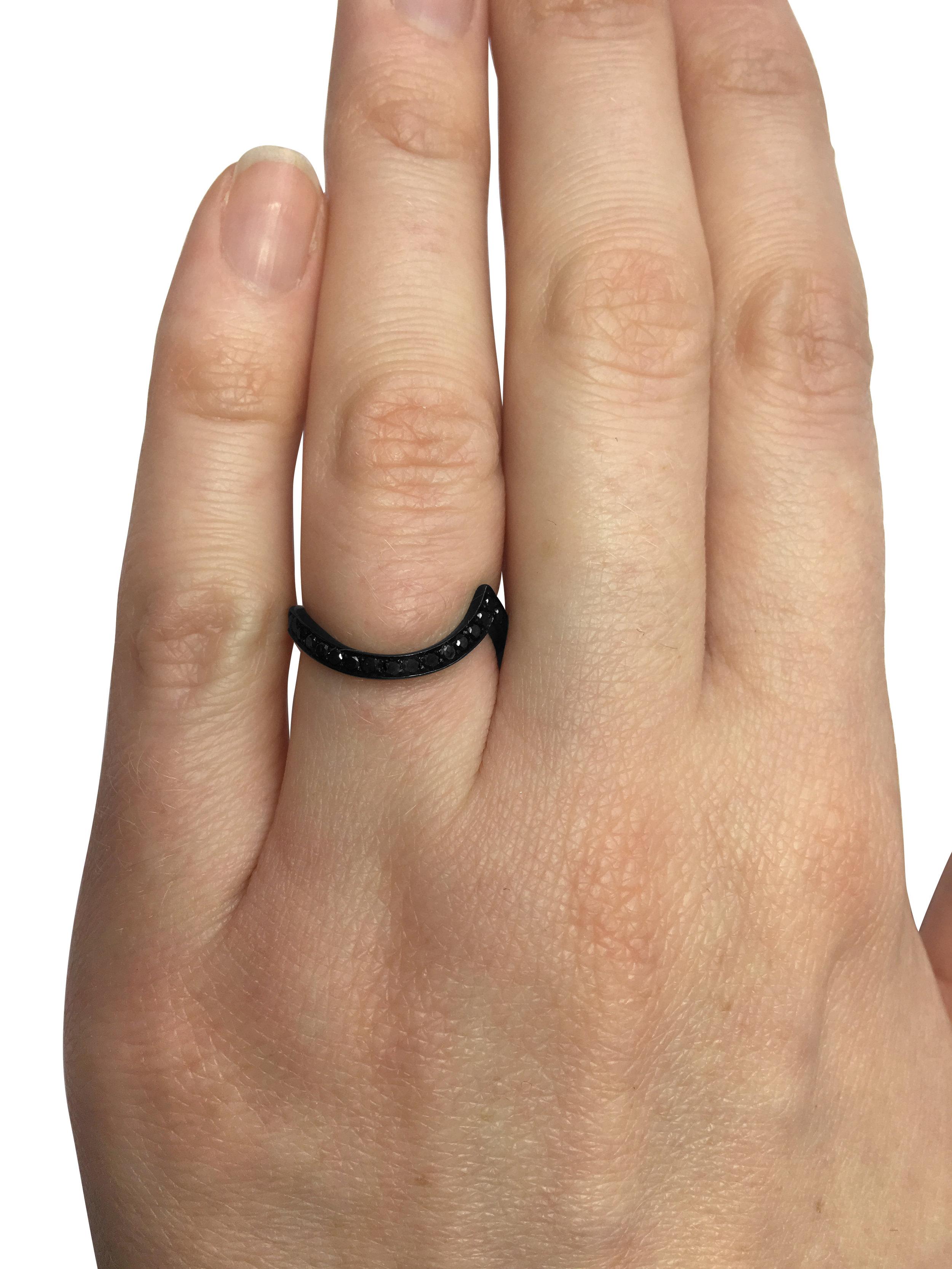 18ct-white-gold-black-rhodium-plated-black-diamond-fitted-wedding-ring-4.jpg