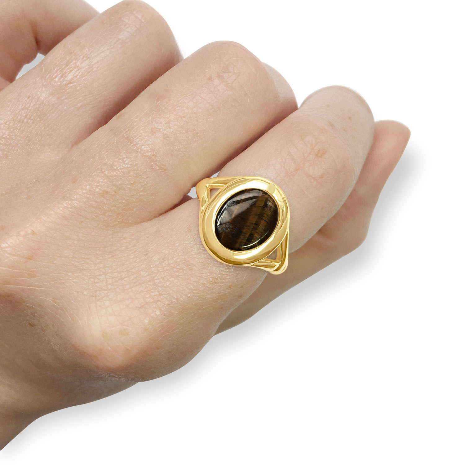 Tiger's eye and yellow gold signet ring hand