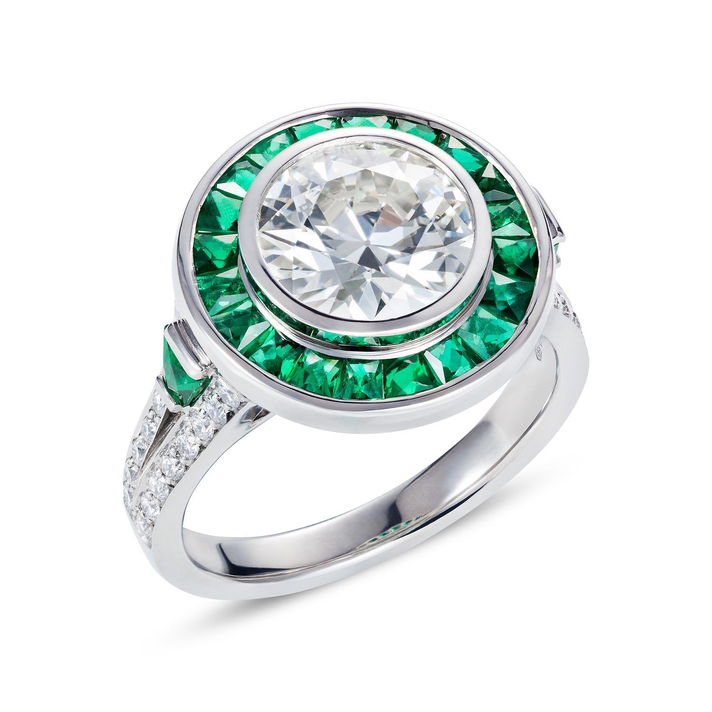 Bespoke emerald & diamond target ring angle