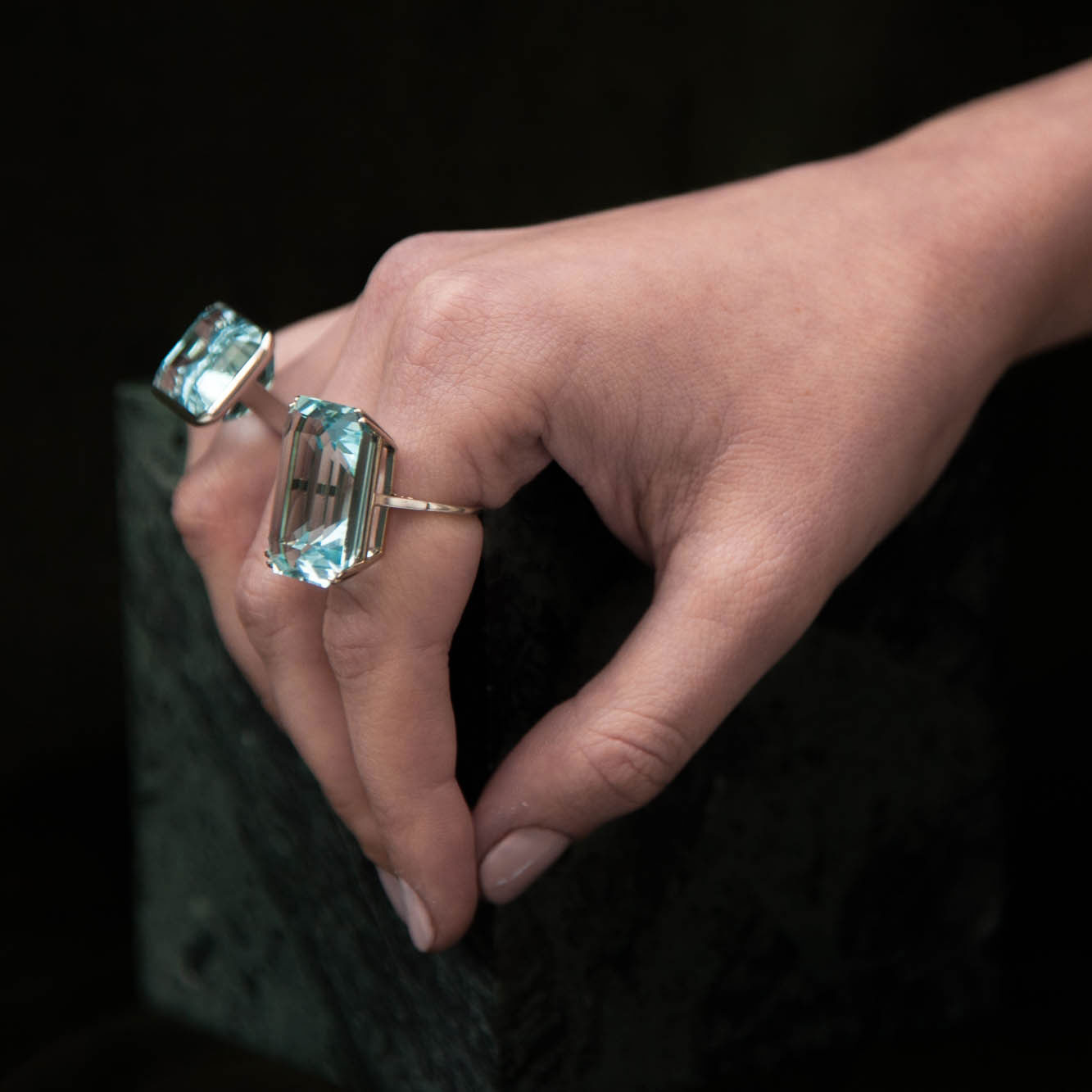 Aquamarine eight claw ring hand side view