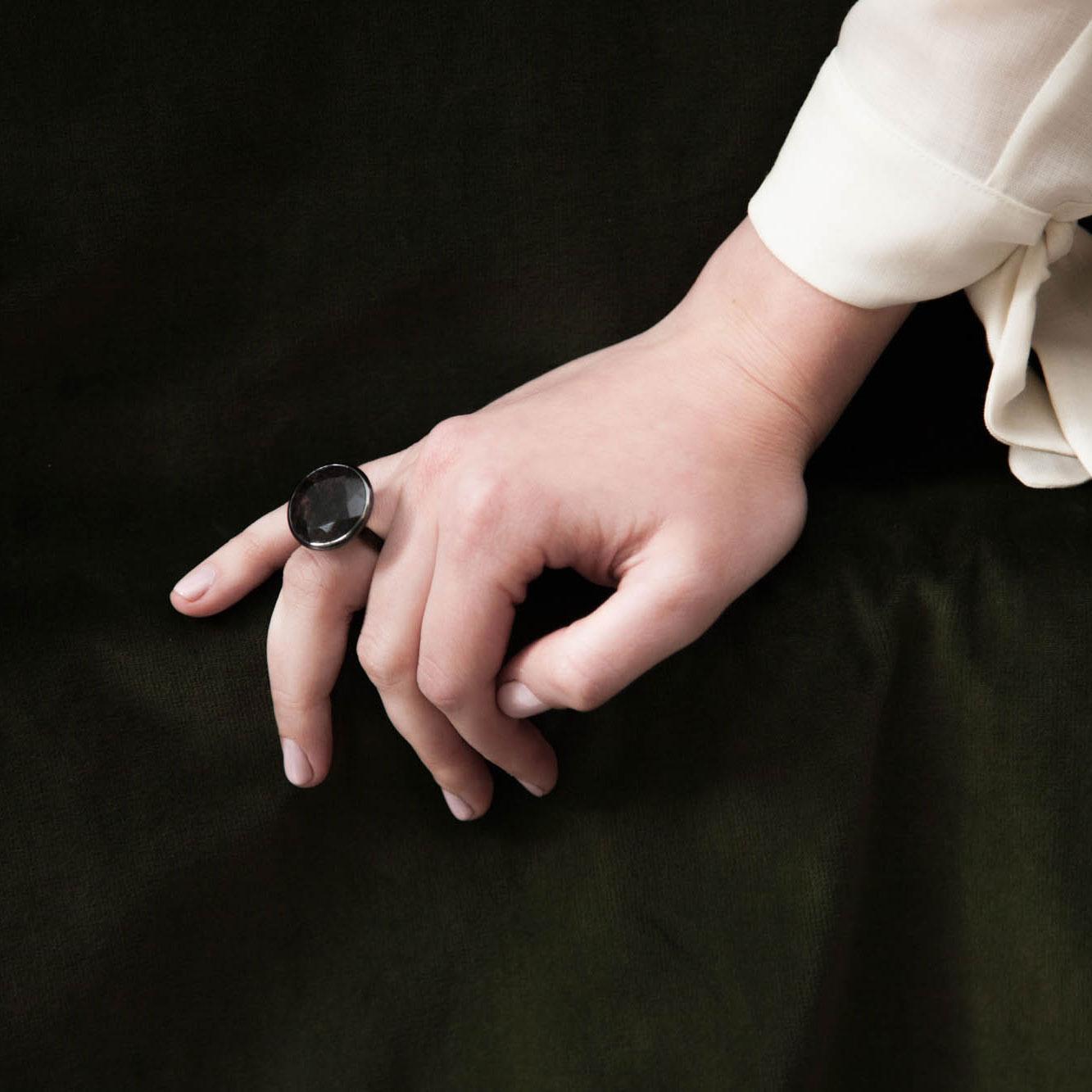 Sagenitic quartz satellite ring hand model