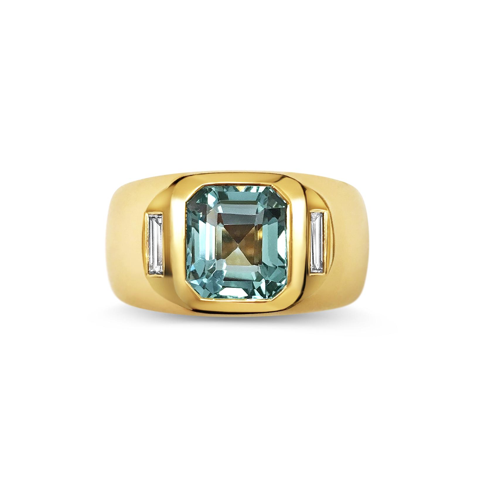 Aquamarine and diamond ring top view
