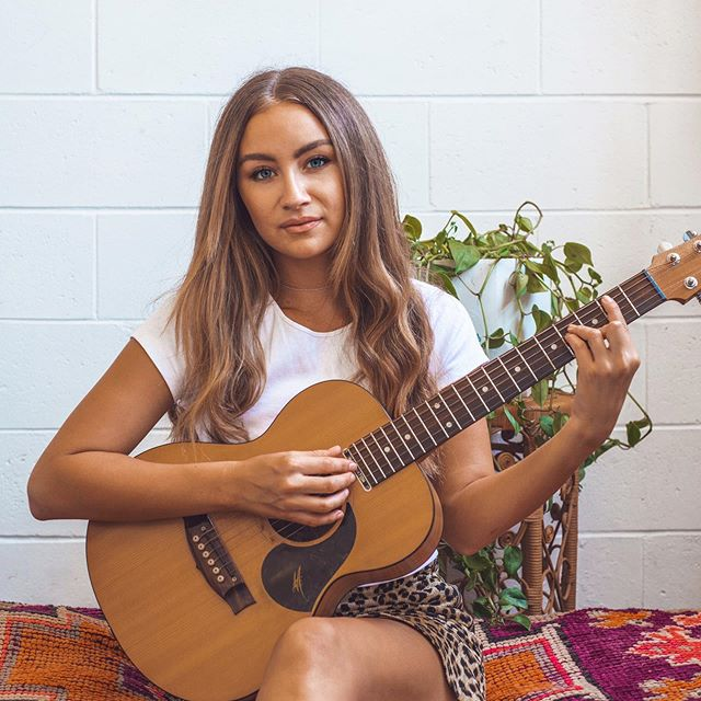 Little lady, little guitar and big ideas💭 Can't wait to pick Baby up from the guitar doctor (@fenechguitars) when I get home, sounding good as new🤗 I've had this guitar for 6 years and it was the first thing I bought when I started doing solo gigs, when I was still borrowing speakers from my high school teacher and could barely play the guitar at all. How far we've both come... and I can't wait to see where we go!✨