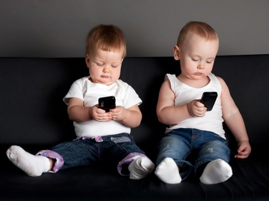 Are you worried about how much time your kids spend on screens? (pic: inhabitots/pinterest)