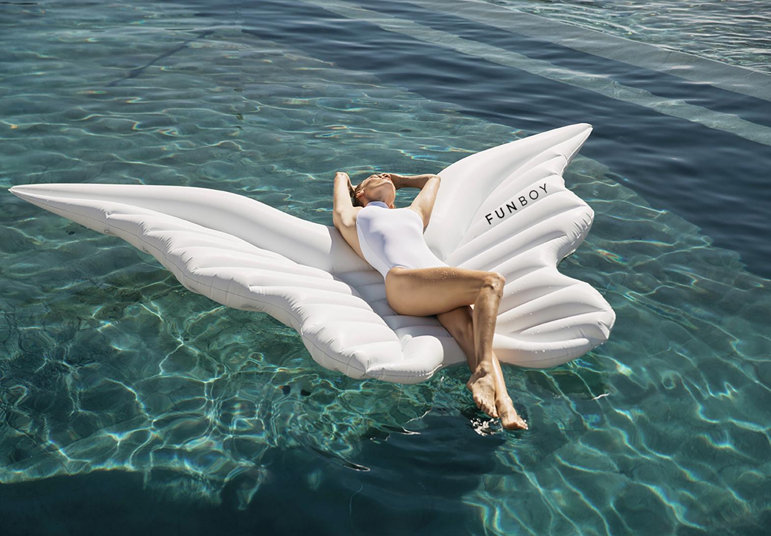 FUNBOY-Angel-Wings-Lifestyle-2.jpg