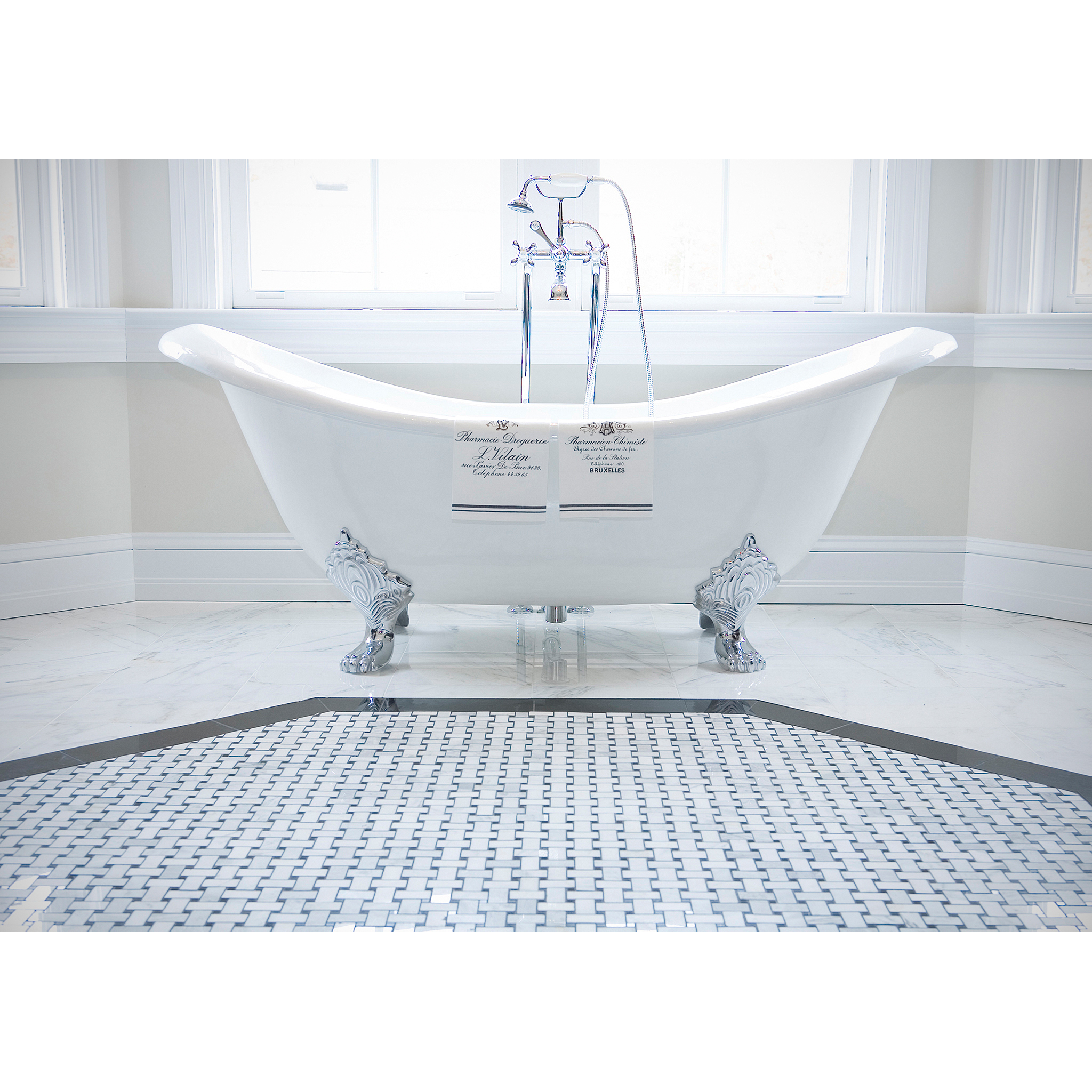 Product shot of clawfoot bathtub by Craig Anderson
