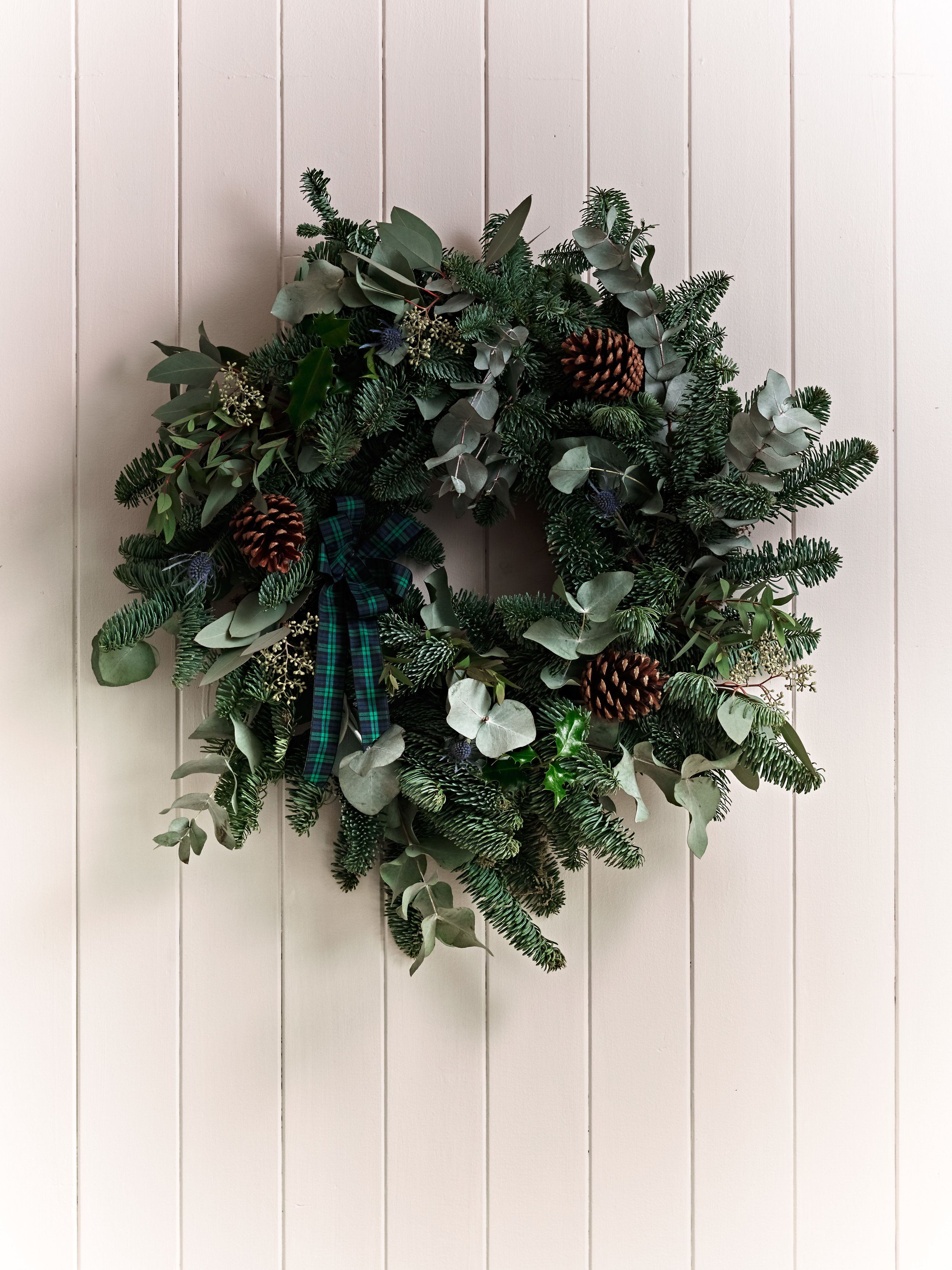 - Lucy leads this popular workshop in how to create a fresh Winter wreath from scratch.