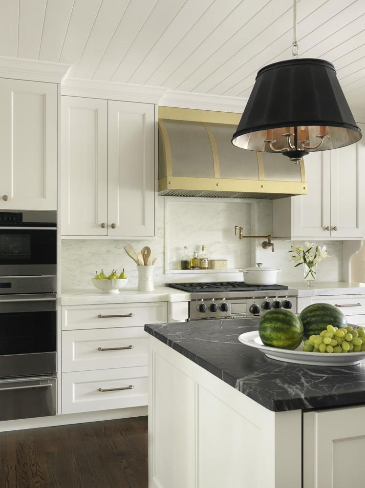 kitchen toward stove.jpg