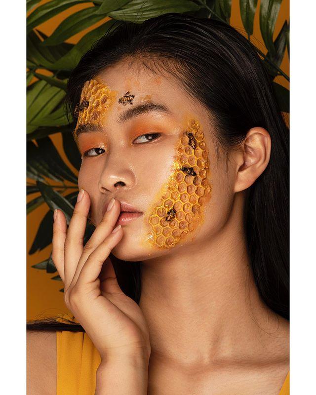 The lovely @huxirong of @qmodels.  Concept, art direction, photography: @isabelepstein  Makeup & beauty: @stephaniedellairabeauty  Assistants: @brandon.m.daza @2zocuts  Studio: @monaliza.studios  Bees from master beekeeper Rich Blohm . . .  #portraits #portrait #portraitpage #portraitmood #portraiture #retouching #shotwithlove #fstoppers #nikon #newyork #newyorkcity #studiophoto #fineartphotography #model #beautiful #prettygirl #urbanart  #urban  #urbandecay  #vogue #fashion #fashionblog #fashiongram #fashionaddict #photography #nikonnofilter #art #nyfw #agameoftones