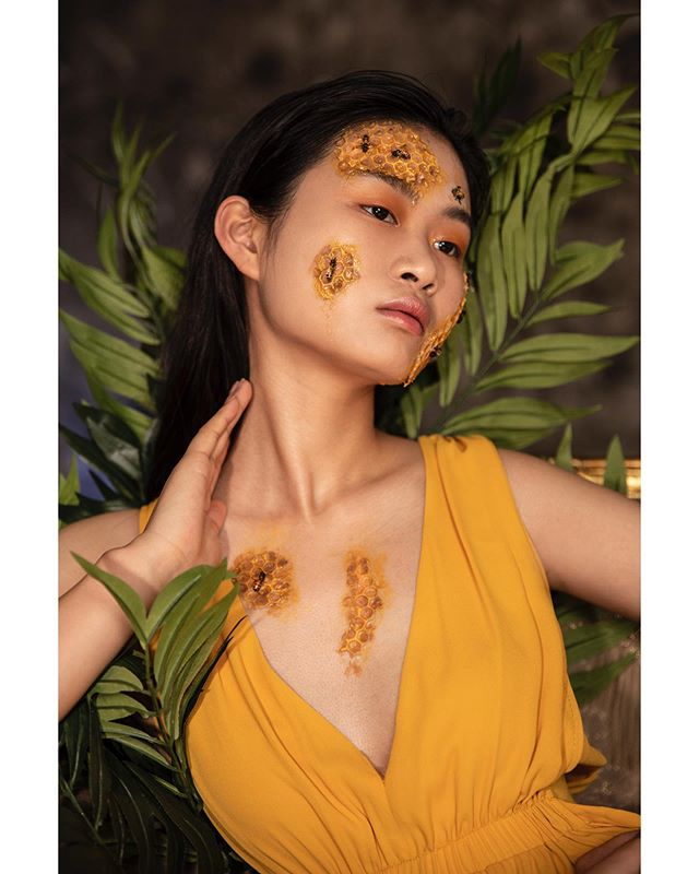 Ask and ye shall receive.  Model: @huxirong of @qmodels.  Concept, art direction, photography: @isabelepstein  Makeup & beauty: @stephaniedellairabeauty  Assistants: @brandon.m.daza @2zocuts  Studio: @monaliza.studios  Bees from master beekeeper Rich Blohm . Wardrobe: @bcbgmaxazria . .  #portraits #portrait #portraitpage #portraitmood #portraiture #retouching #shotwithlove #fstoppers #nikon #newyork #newyorkcity #studiophoto #fineartphotography #model #beautiful #prettygirl #urbanart  #urban  #urbandecay  #vogue #fashion #fashionblog #fashiongram #fashionaddict #photography #nikonnofilter #art #savethebees #beehive